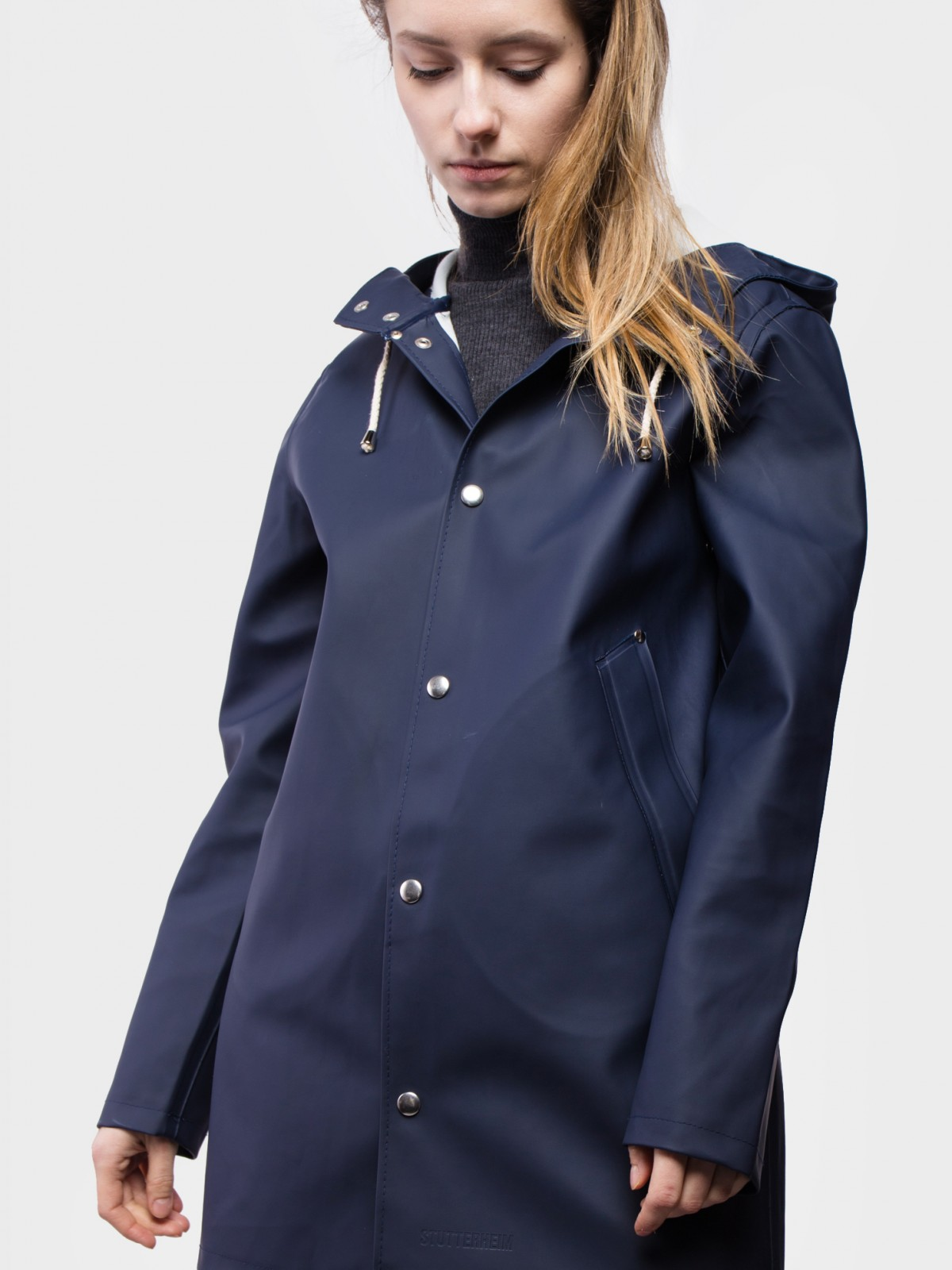 Stutterheim Mosebacke Raincoat in Navy