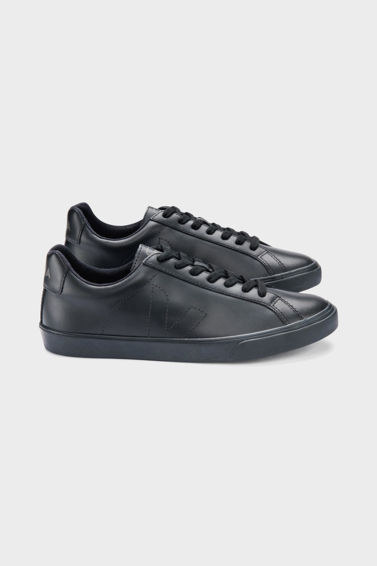 Veja Esplar Leather in Full Black
