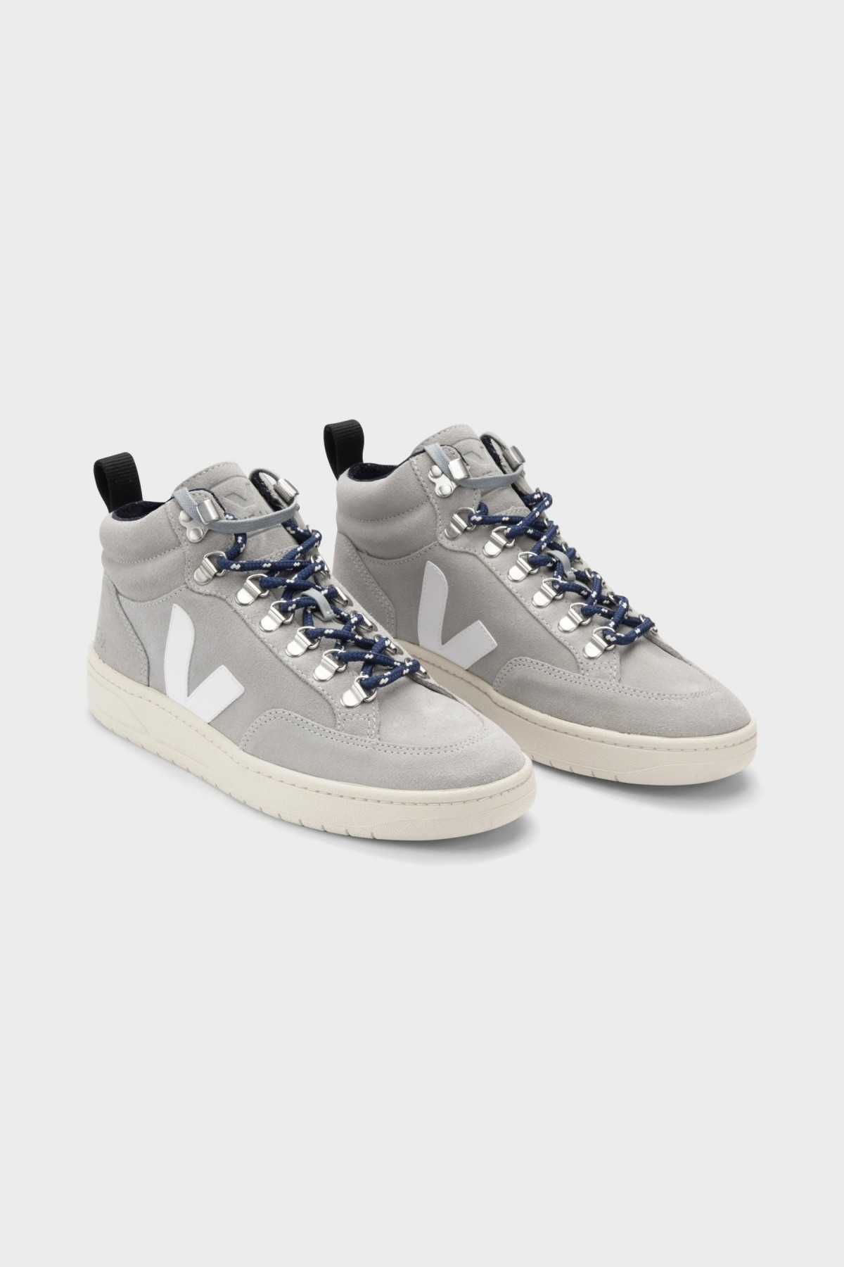 Veja Roraima Suede in Oxford Grey White