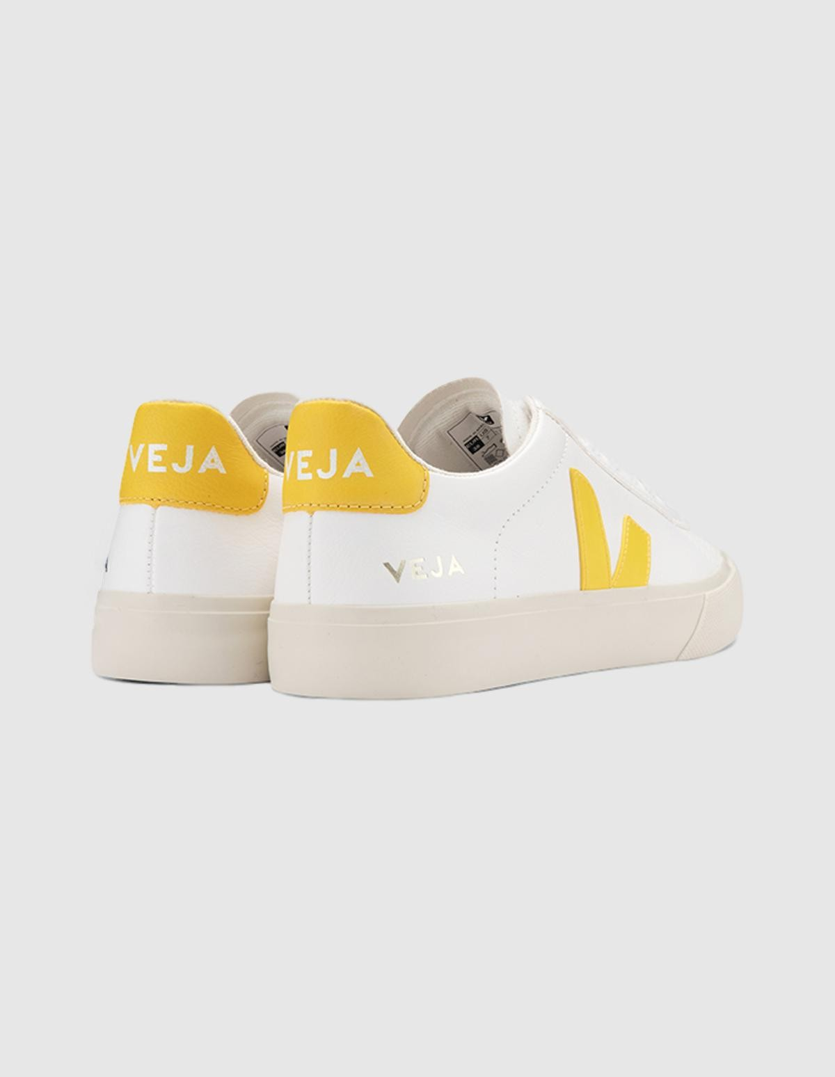 Veja Campo Chromefree Leather in Extra White Tonic