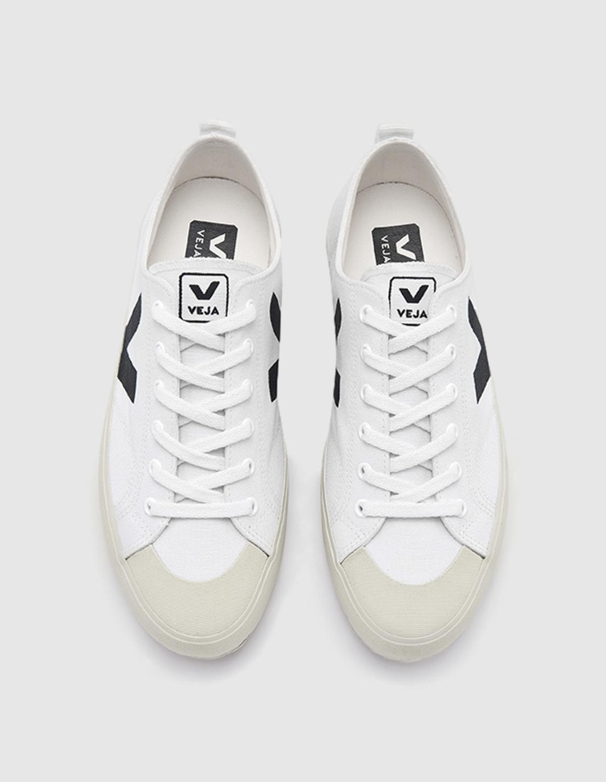 Veja Nova Canvas in White Black