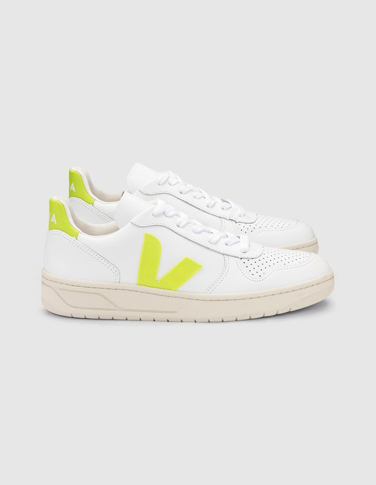 Veja V-10 Leather in  Jaune Fluo