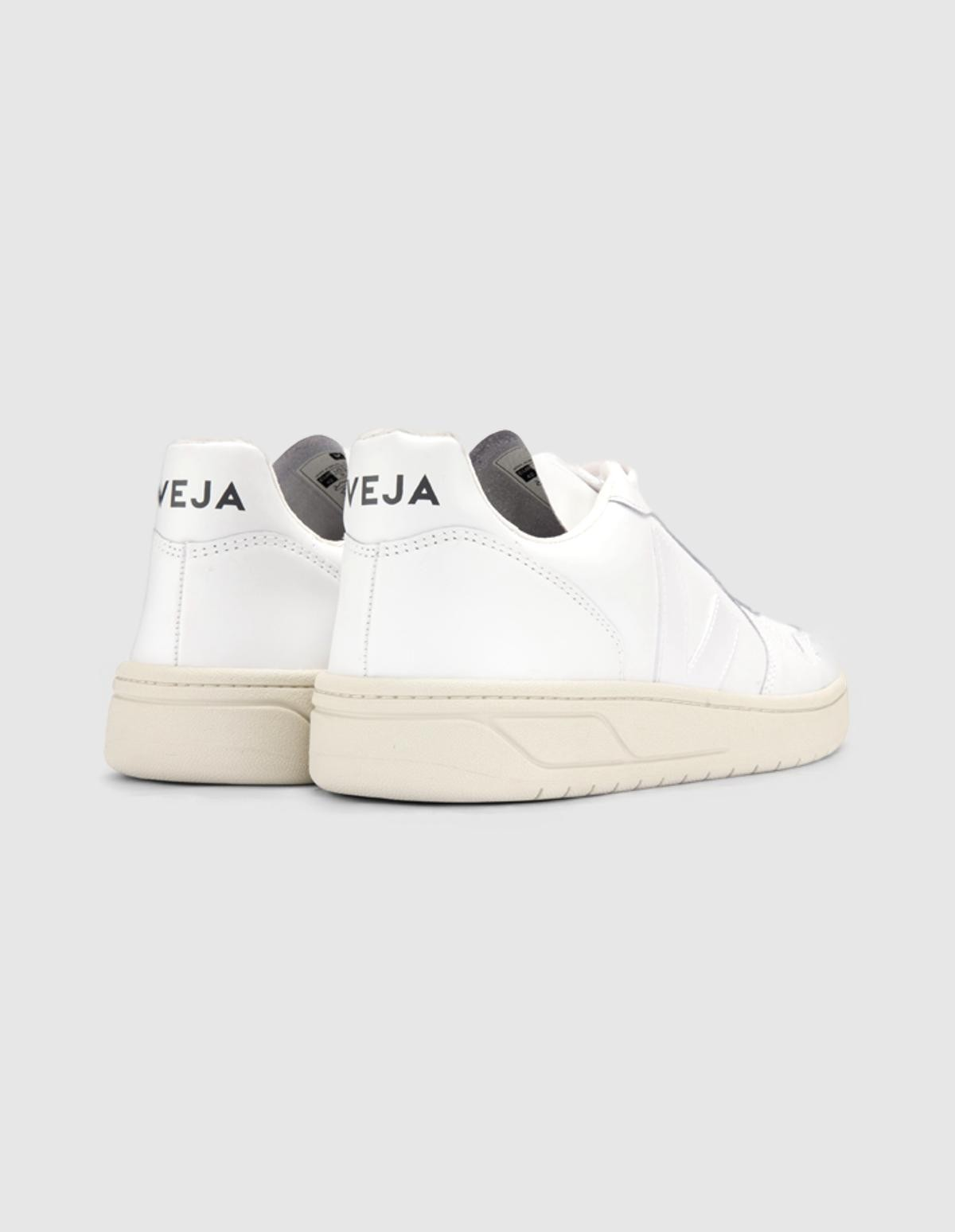 Veja V-10 Leather in  Extra White